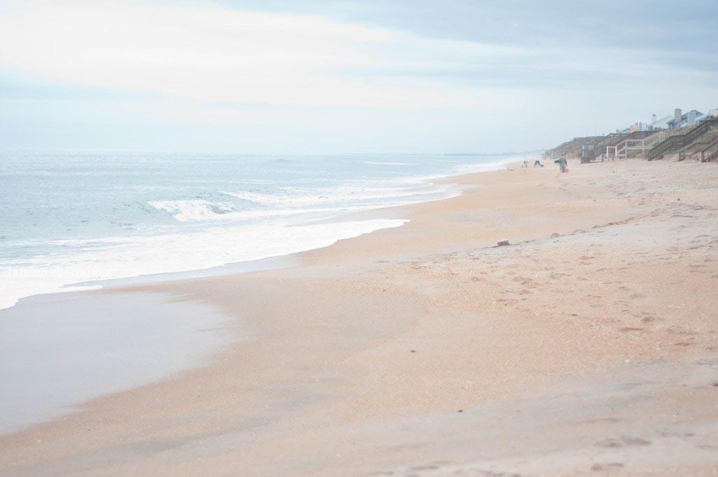 Plage sable orange ROAD TRIP blog voyage Nicolas et Alexiane (2)