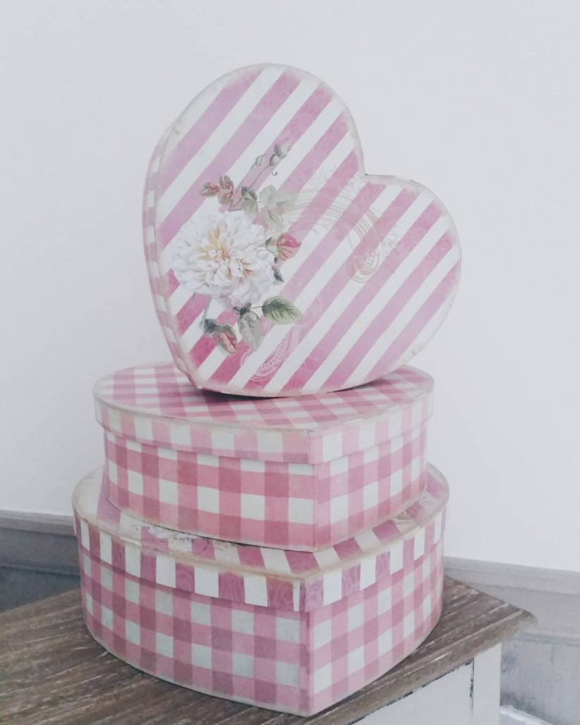 Oh les jolies botes! coeur heart heartbox flowers shabby shabbychichellip